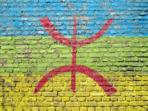 In de dag Algerije Berber flag painted on wall
