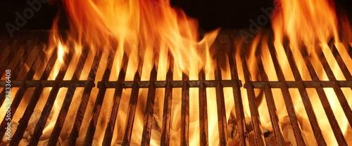 In de dag Grill / Barbecue Empty BBQ Flaming Grill