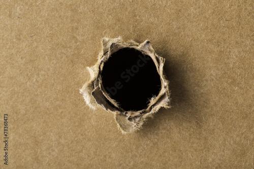 Fotografía  Agujero negro en la cartulina