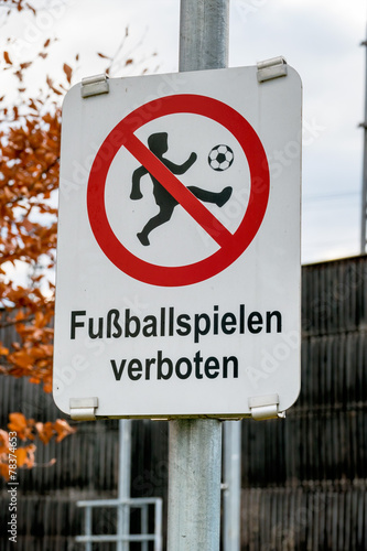 Schild Fussballspielen Verboten Buy This Stock Photo And