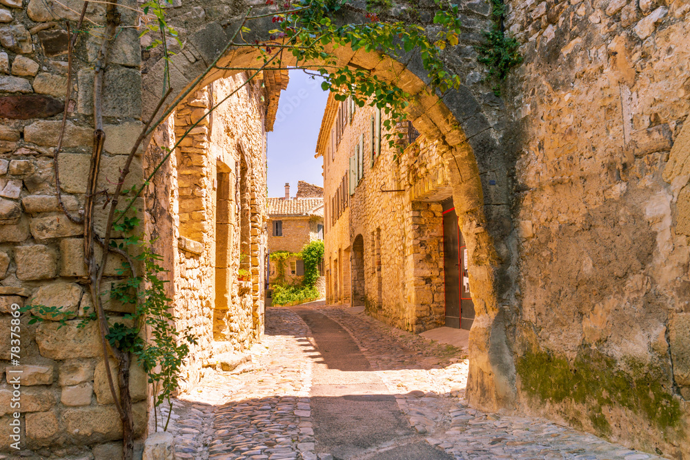 Fototapety, obrazy: Old town in provence