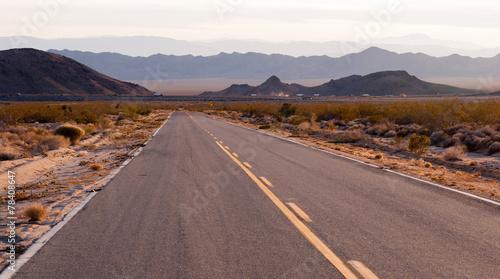 In de dag Route 66 Kelbaker Road Approaches Needles Freeway US 40 California Desert