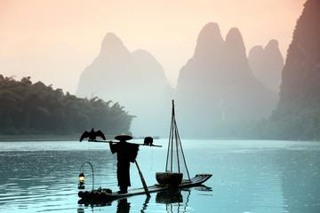 Panel Szklany Orientalny Chinese man fishing with cormorants birds