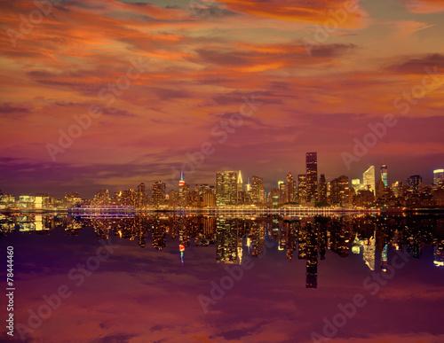 Ingelijste posters Centraal Europa Manhattan New York sunset skyline from East