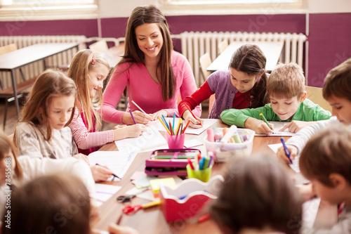 Stampa su Tela Children in elementary school on the workshop with their teacher