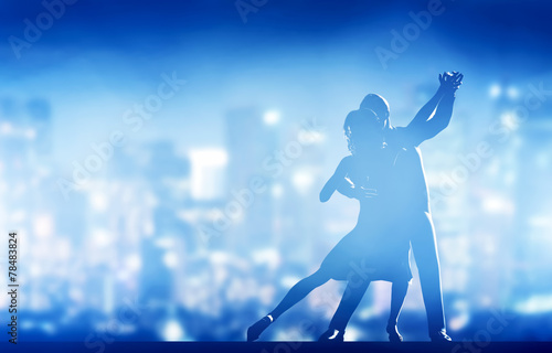 Poster Dance School Romantic couple dance. Elegant classic pose. City nightlife
