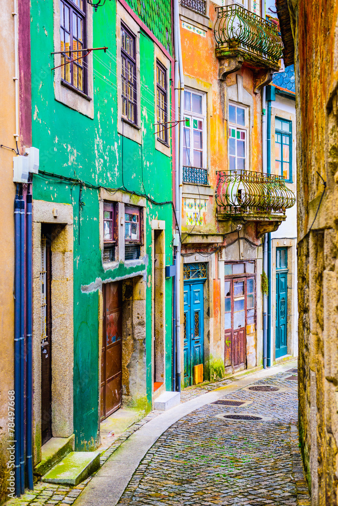 Fototapety, obrazy: Alleyway in Porto, Portugal