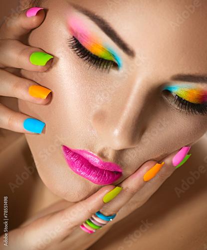 Foto op Plexiglas Beauty Beauty girl portrait with vivid makeup and colorful nailpolish
