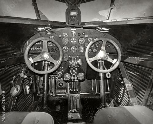 stary-kokpit-samolotu