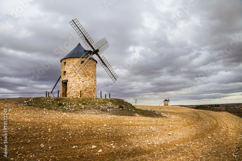 Photo  spanish windmills, drammatic sky