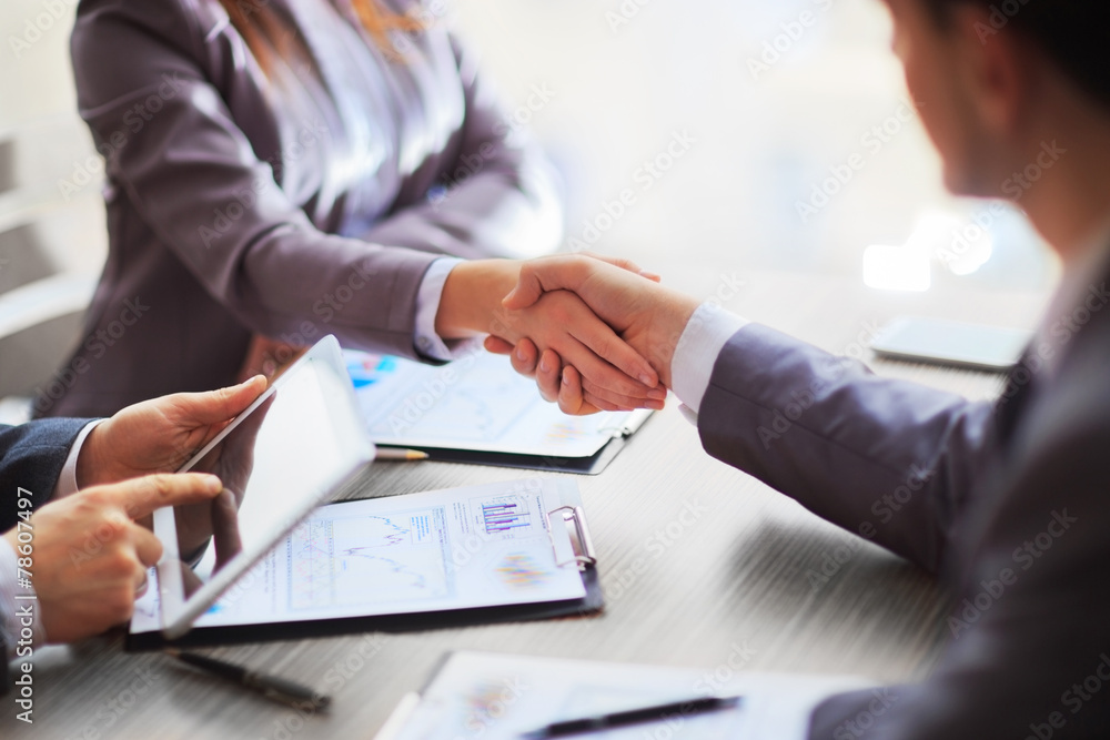 Fototapeta Business people shaking hands