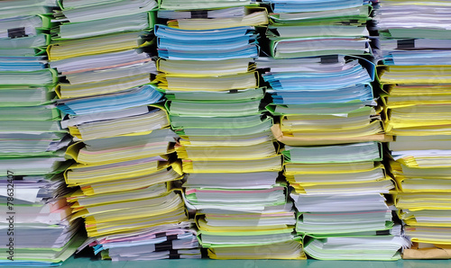 Fotografía  the stack of document in the office