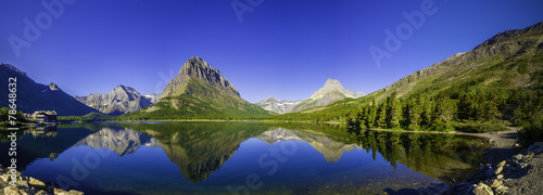 Spoed Foto op Canvas Donkerblauw Swiftcurrent Lake
