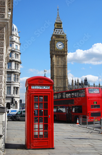 In de dag Londen rode bus Telephone box, Big Ben and double decker bus in London