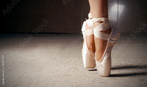 Fotografie, Tablou Feet of ballerina dancing in ballet shoes