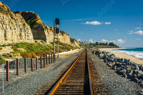 Papiers peints Voies ferrées Railroad tracks along the beach in San Clemente, California.
