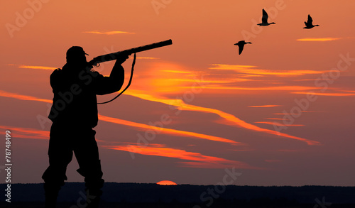 Foto op Aluminium Jacht the silhouette of a hunter on sunset background