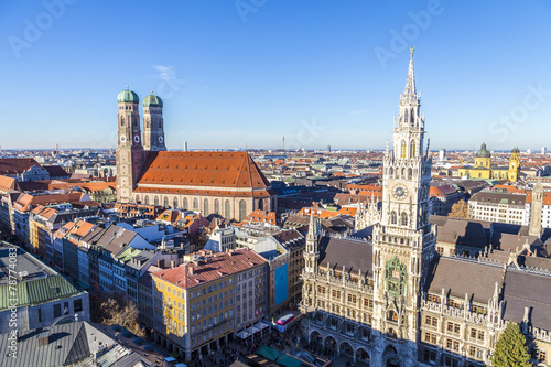 Fototapeta premium Frauenkirche to kościół w bawarskim Monachium