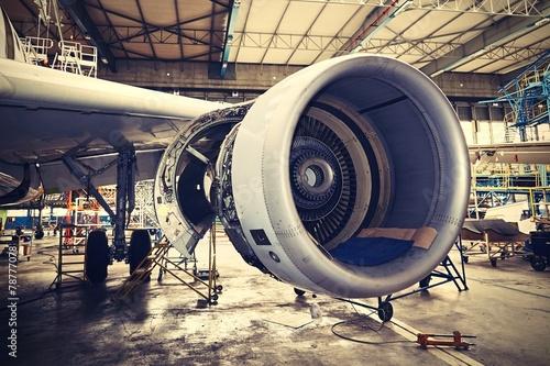 Obraz Serwis samolotu - fototapety do salonu
