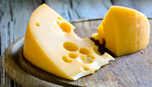 Staande foto Zuivelproducten Cheese on a board