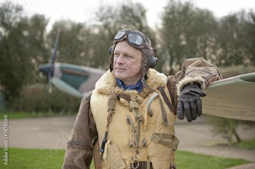 Fotografia WW2 RAF Fighter Pilot With Spitfire Aircraft