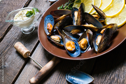 Poster Coquillage Cooked mussels with lemon and white wine