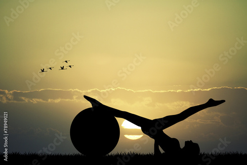 Photo  Pilates silhouette at sunset