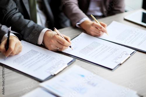 Fotografie, Obraz  Obchodní mladí lidé v pracovním pohovoru