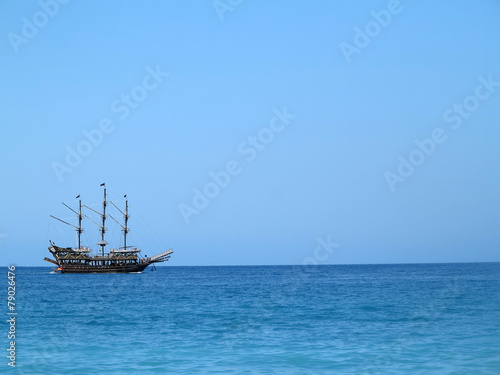 Keuken foto achterwand Schip Old wooden old ship in blue sea