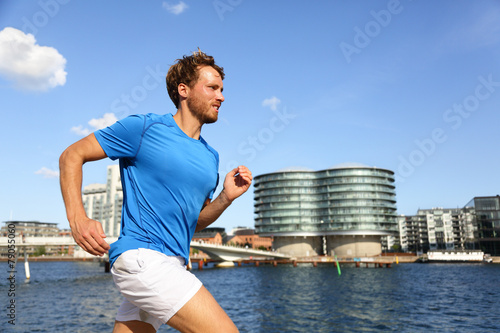 Photo  Runner running in urban Copenhagen city