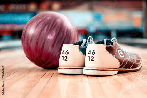Fotografie, Obraz Leisure time in bowling club