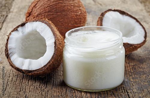 Fototapeta coconut oil and fresh coconuts obraz