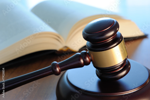 Photo Gavel with book on a wood surface