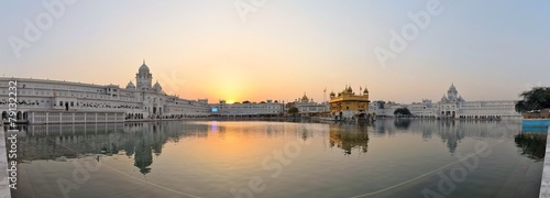 La pose en embrasure Edifice religieux Sikh holy Golden Temple in Amritsar, Punjab, India