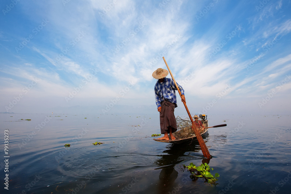 Fototapeta Fishermen in Inle lakes sunset, Myanmar.