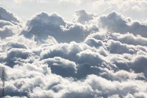posrod-chmur