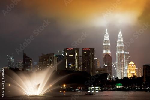 Keuken foto achterwand Kuala Lumpur Views of Kuala Lumpur at Lake Titiwangsa, Malaysia