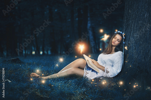 Fotografie, Tablou  Beautiful woman sleeping among fairies