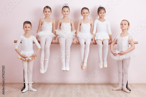 Photo  Group of six little ballerinas