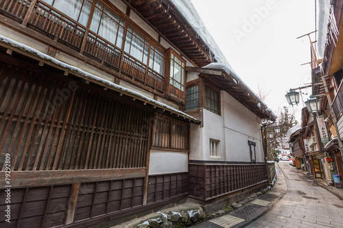 Foto op Plexiglas Japan 日本 長野 渋温泉街の石畳 The wooden building where Japanese Shibu Onsen