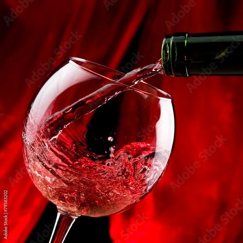 czerwone-wino-wlac-do-szklanki