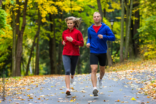 Foto  Gesunder Lebensstil - Frauen- und Mannlaufen