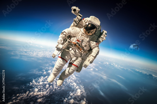 Astronaut in outer space Fototapet