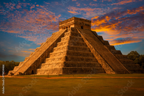 El Castillo of Chichen Itza, mayan pyramid in Yucatan, Mexico #79434466