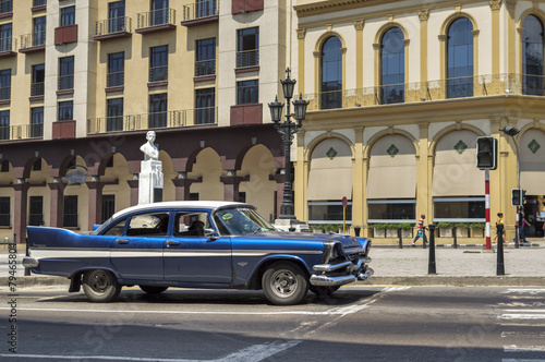Türaufkleber Autos aus Kuba Blue vintage car in Havana, Cuba
