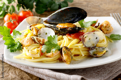 Spaghetti with salmon, clams and mussels Billede på lærred