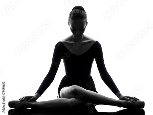 Foto op Plexiglas Fitness young woman ballerina ballet dancer stretching warming up silho