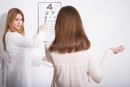 Fotografía  Woman suffering for myopia