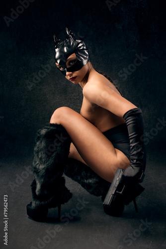 Fotografia Sexy female in black catwoman costume with gun