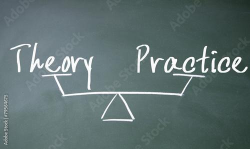 Fotografía  theory and practice balance sign